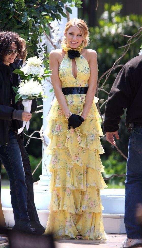 Blake Lively dans une robe Ralph Lauren Collection sur le tournage de Gossip Girl