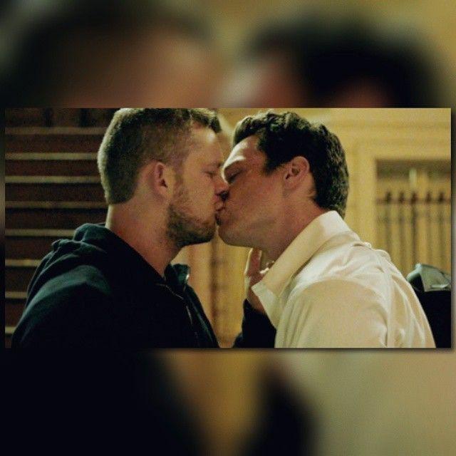 Jonathan Groff Gay Kiss