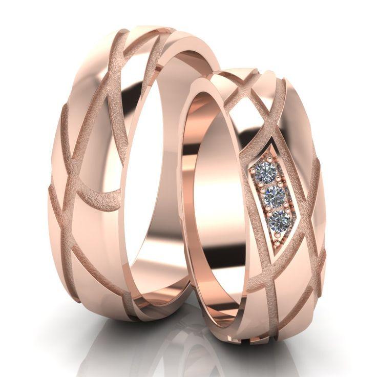 Обручальные кольца с бриллиантами - это ,безусловно, уже традиция. Кольца украшают самым прочным в мире драгоценным камнем, символом бесконечной надежности, вечности и благополучия. Обручальные кольца с бриллиантами очень выгодно подчеркнут Ваш новый социальный статус.  Обручальные кольца из комбинированного золота это не только дань моде, но и способ сочетать обручальное кольцо с украшениями из драгоценного металла любого