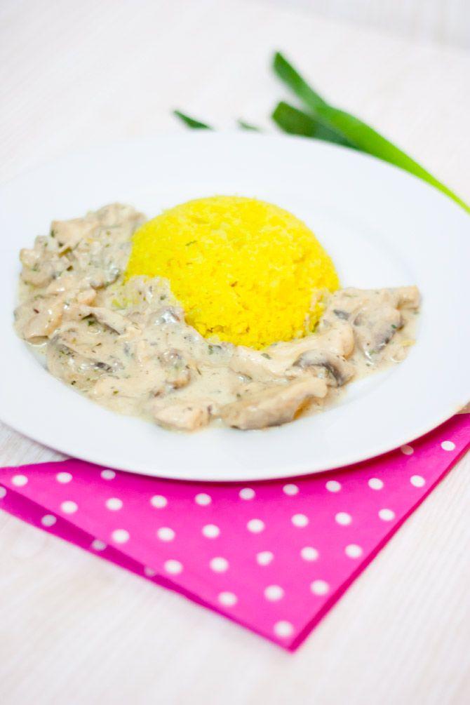 Low Carb Hähnchen in Käsesoße zu Curry Blumenkohlreis – Low Carb Köstlichkeiten