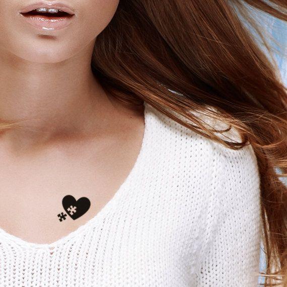 Deze tijdelijke tatouages zijn voorzien van een prachtige hart puzzel tatoeage.  GROOTTE 2.72 x 1,86 cm (1,07 x 0.73 inch)  AANWIJZINGEN VOOR GEBRUIK  1. Knip de tatoeage van uw keuze en verwijder de beschermende duidelijke transparante deksel. 2. plaats de tatoeage bedrukte zijde naar beneden op de gewenste toepassing gebied dat u wilt vereffenen. 3. week een spons met gewoon water en het oppervlak van de tatoeage grondig natte. 4. wacht 20-30 seconden en verwijder het papier van de…