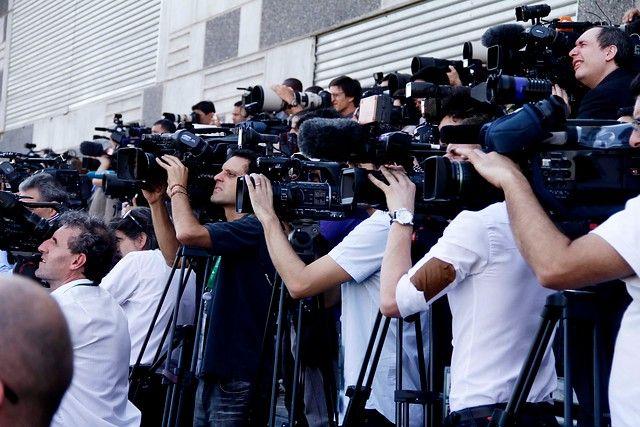 26 de Enero de 2013/SANTIAGO  Camarógrafos y fotógrafos se encuentran ubicados en la tarima instalada para la prensa, para el momento de la fotografía oficial de los mandatarios, en Espacio Riesco, sede neuralgica del encuentro de mandatarios, CELAC-UE  FOTO: HANS SCOTT/AGENCIAUNO