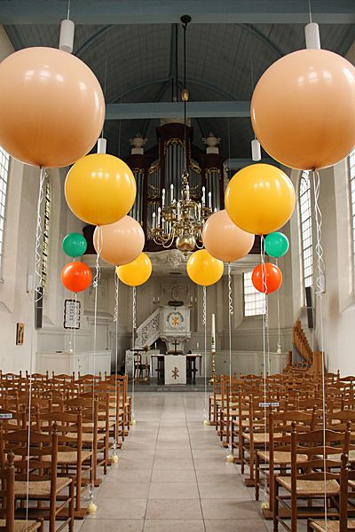 Five Ways to Use Giant Balloons in Your Wedding Decorations.