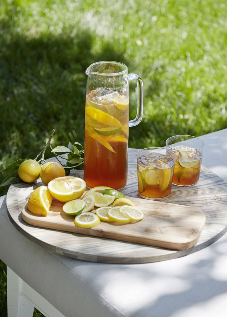 A simple and delicious spiked sweet tea with Bourbon. #goopcookbookclub #smokeandpickles