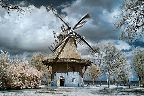 Windmill @ Bad Zwischenahn                                             Old fashioned windmill near the Zwischenahner Meer.