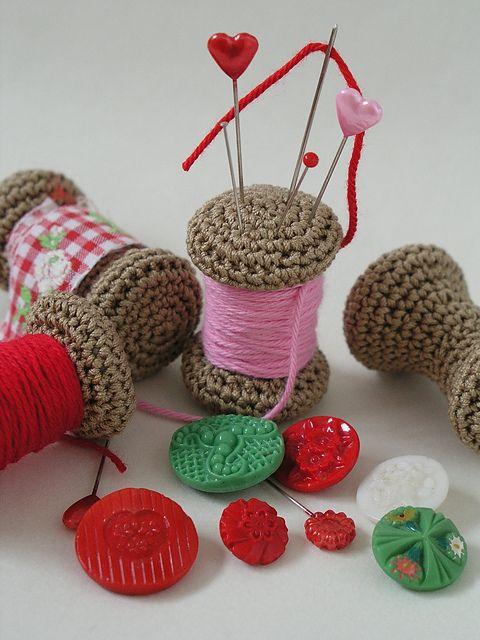 Ravelry: Yarn spool pincushion- Free pattern by Anna Hillegonda