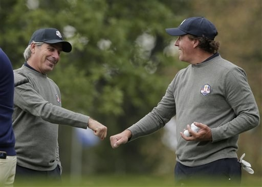 USA's Phil Mickelson talks to Fred Couples at the Ryder Cup PGA golf tournament Tuesday, Sept. 25, 2012, at the Medinah Country Club in Medinah, Ill. (AP Photo/Charlie Riedel)
