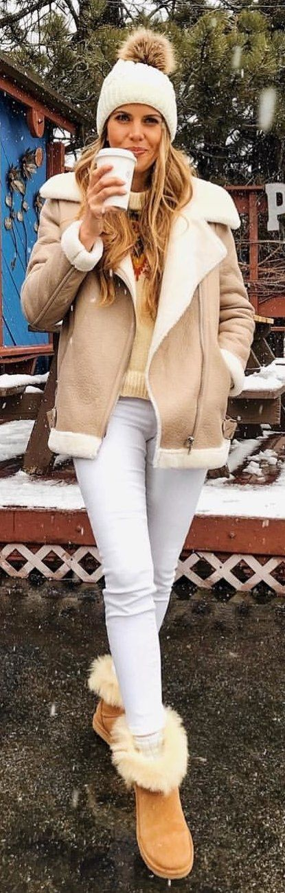 #winter #outfits white and brown zip-up jacket. Pic by @thecharmingolive.