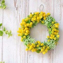 ※こちらは、受注製作です。発送までに10日ほどお時間を頂いております。(土日祝を除く)※随時対応できる分だけ追加出品しております。==========================================アトリエ咲の人気シーズンレッスンのミモザのリースです。黄色いお花は、訪れた人をを元気にさせてくれます。お手入れしやすい、アーティフィシャルフラワーのリースは、大きめなので玄関ドアリースにもぴったり。サイドまでしっかりとお花がついているので、ボリュームのあるアレンジです。1年中飾れるミモザのリース。ミモザ好きの方へのギフトにも喜ばれます。母の日や、父の日に。幸...