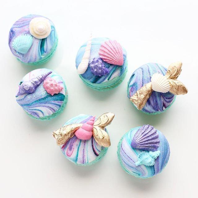 Mermaid macarons These colors make me happy || marbled macarons {see my story for the pre decorated marble macs} shell fondant molds from @christinesmolds || mermaid tail from @heavenssweetnessshop || gold dust by @cakesbyangelamorrison and the little bit of sparkle rainbow dust from CK products #Regram via @christinascupcakes