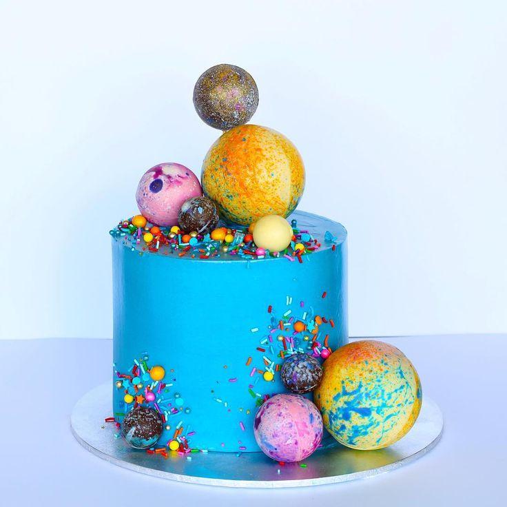 Cake 118 with couverture chocolate spheres filled with @callebautoz crispearls and mini #maltesers #Sydneycake #cakes #Sydneypattisserie #customsydneycakes #cakestoorder #couturecakes #sydneyweddingcakes #wedding #baking #cakedesign #sydney #masterclass #fromdresstocake #sassycaterpillar #cakemeetsfashion #торт #masterclass #fromcaketodress #fashionandcake #cakeporm #pastry #pastrychef #patisserie #entreme #frenchentreme #chocolate #sydney #australia #ordercake #sydneycake #cakedecorating…
