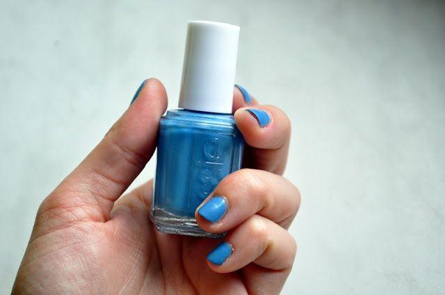 #manicure #mani #manioftheday #motd #nails #nailsoftheday #notd #paznokcie #naillacquer #nailpolish #lacquer #polish #nagellack #blue #essie #coatazure @essiepolish