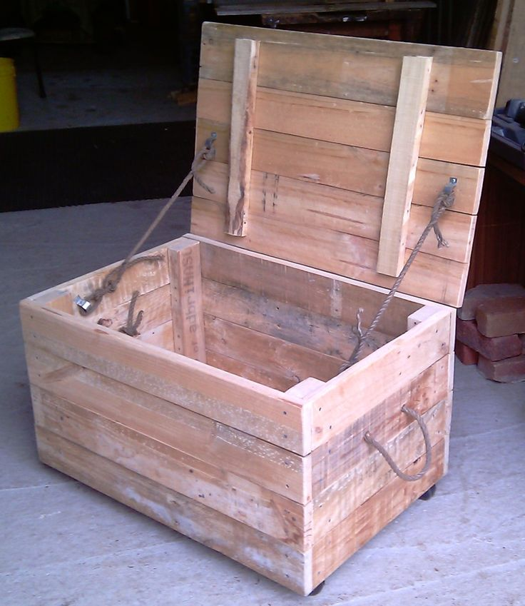 17 best images about recycling pallet wood on pinterest for Toy pallets