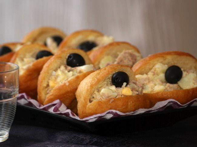 Fricassée tunisienne -Fricassée tunisienne ou fricassé tunisien sont des petits sandwichs qui font partie de la cuisine tunisienne, préparés