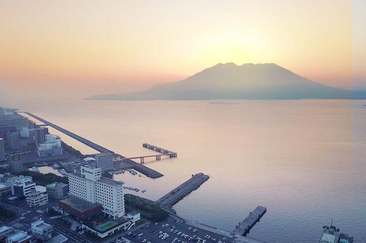 Diamond head on Sakurajima?  More Info ベストウェスタンレンブラントホテル鹿児島リゾート Best Western Rembrandt Hotel Kagoshima Resort (JP)https://bwhotels.jp/kagoshima (EN)http://kagoshima.bwhotels.jp/ (簡中)http://kagoshima.bwhotels.jp/cn (한국어)http://kagoshima.bwhotels.jp/kr #japankuru #japan #japanvolcano #volcano #kagoshimahotel #japantravel #japantrip #kyusyu #bestwestern #rambrandthotel #kagoshimaresort #kagoshima #sakurajima #beergarden