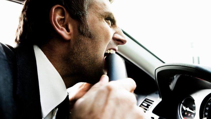 Nicht ärgern! Gebildete Autofahrer tun sich mit der Führerscheinprüfung angeblich schwerer als weniger gebildete