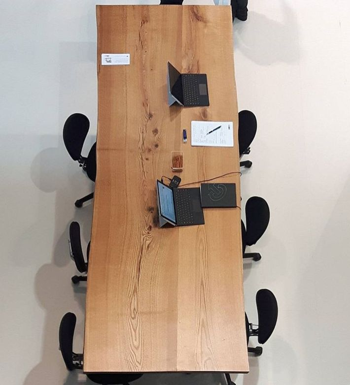 We love wood! Height adjustable conference table manufactured by Spolka Meblowa #movingisliving #furnica #designmeetsmovement
