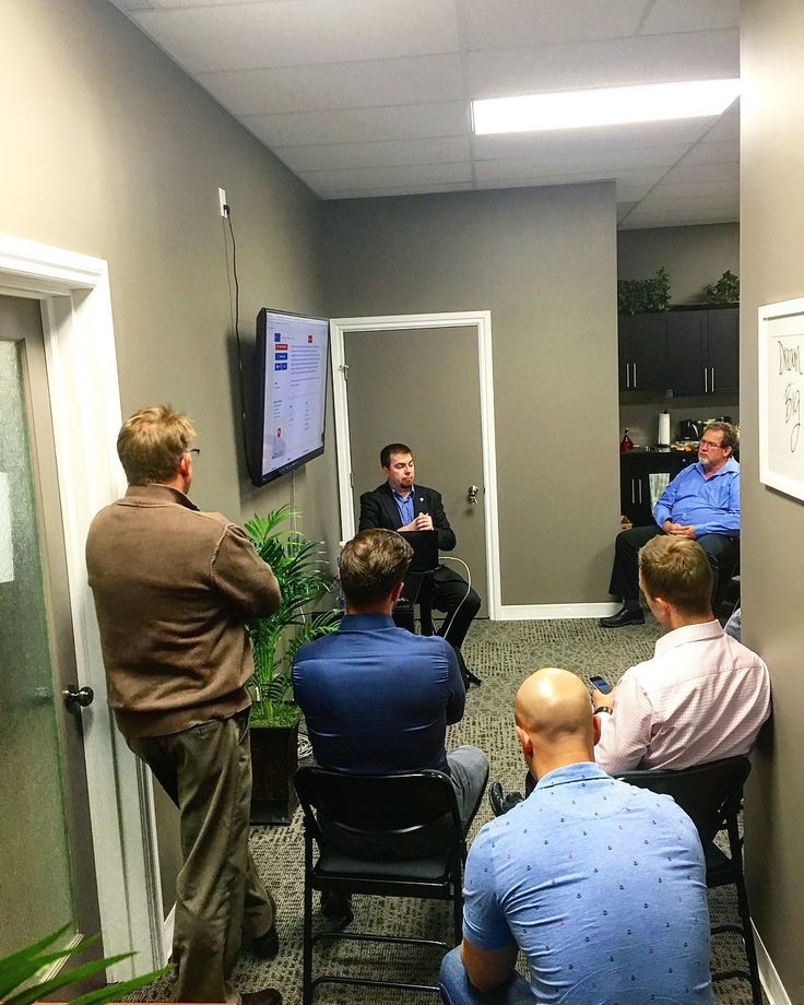 Thanks to Jeff from RE/MAX Western for coming out to highlight all the online resources RE/MAX provides it's realtors to better market your homes.   #abovethecrowd #remaxrealestate #onthejobtraining #hardworkingagents #alwayslearning