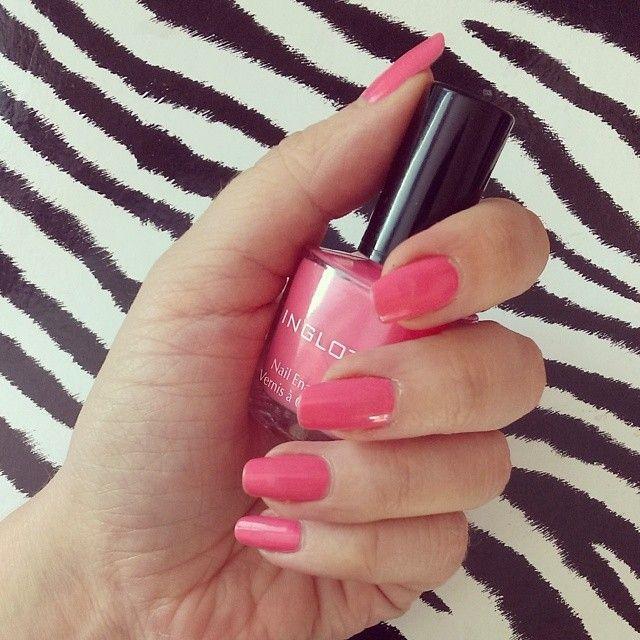 Odrobina energetycznego koloru niezbędna dla poprawy nastroju w pochmurny dzień :) #nails #hotpink #zebra