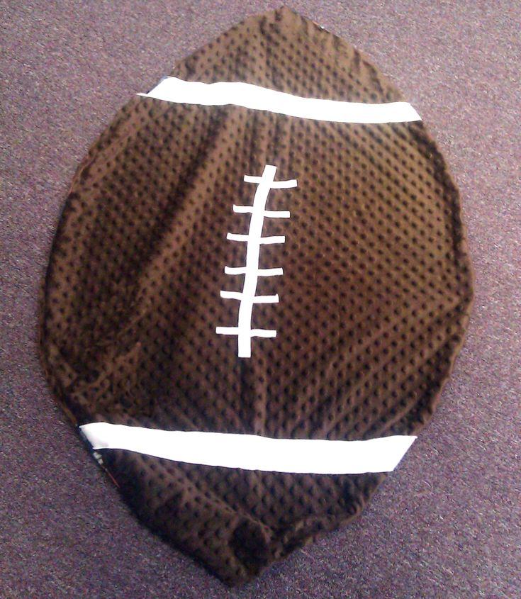 Cute & Cozy Football Baby Blanket to Sew!  Make it any team....This one has the pattern!