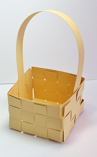 Woven paper basket | Paper Craft Style  Can't wait to try this. Think it's perfect for Easter treats ;)