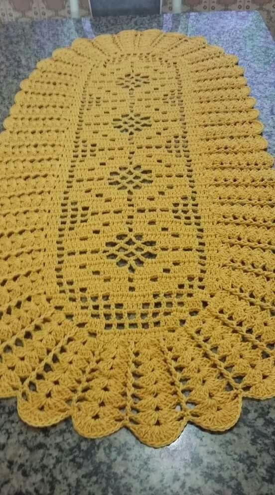 Caminho de mesa oval, em crochê