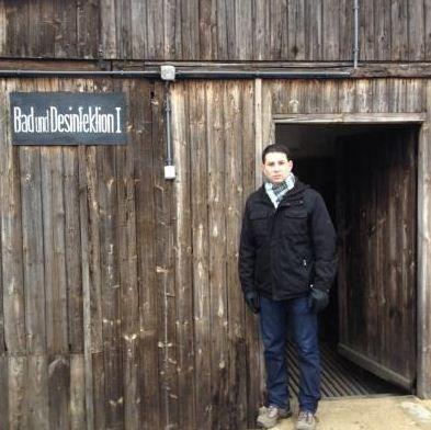 """Jornal da Record exibe série de reportagem """"Sobreviventes do Holocausto"""", para marcar os 70 anos da libertação do campo de Auschwitz. Nesta segunda-feira, 26/01, o Jornal da Record inicia uma série de reportagens, Sobreviventes do Holocausto, exibida em cinco partes, até sexta-feira, que marca o 70º aniversário da libertação do campo de Auschwitz pelas tropas…"""
