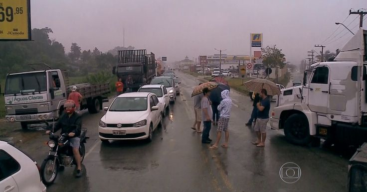 Protesto de caminhoneiros bloqueia rodovias; veja a situação por estado