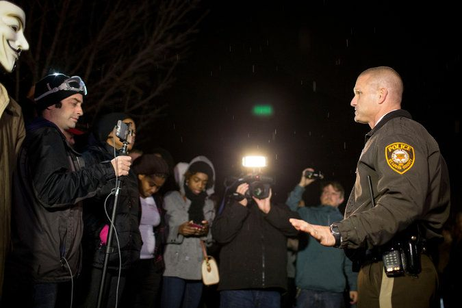In Ferguson, Officer Defused Eruptions as Crowds Grew Tense - NYTimes.com