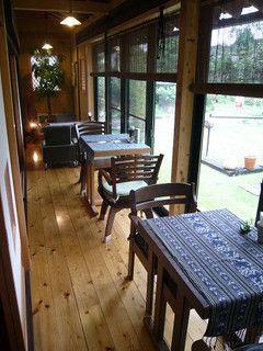 古民家カフェ&ダイニング 枇杏 - 内観写真:縁側テーブル席