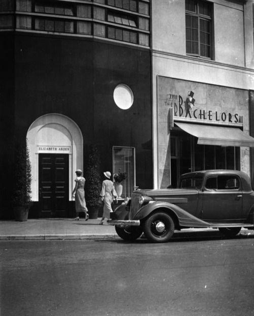 yesterdaysprint: Elizabeth Arden store, Wilshire Boulevard, Los Angeles, ca. 1935