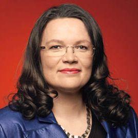 """""""Ich brauche Feminismus, weil nur eine Gesellschaft, in der Frauen und Männer gleichgestellt sind, eine moderne Gesellschaft ist. Gleichstellung und Selbstbestimmung machen es Frauen und Männern möglich, aus eingefahrenen Rollen auszubrechen und die Herausforderungen im Alltag, in Beruf und Familie partnerschaftlich zu teilen, ohne dass einer der Partner den Kürzeren zieht."""" - Andrea Nahles (Bundesministerin für Arbeit und Soziales)"""
