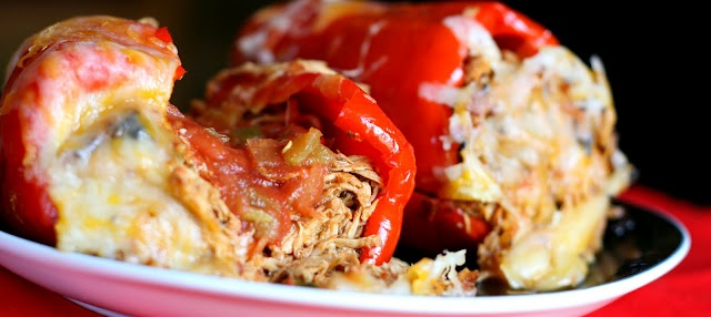 Mexican pulled chicken stuffed peppers: Burritos, Paleo Crockpot, Low Carb, Crock Pots, Pulled Chicken, Mexicans Pull, Recipes, Pull Chicken, Chicken Stuffed Peppers