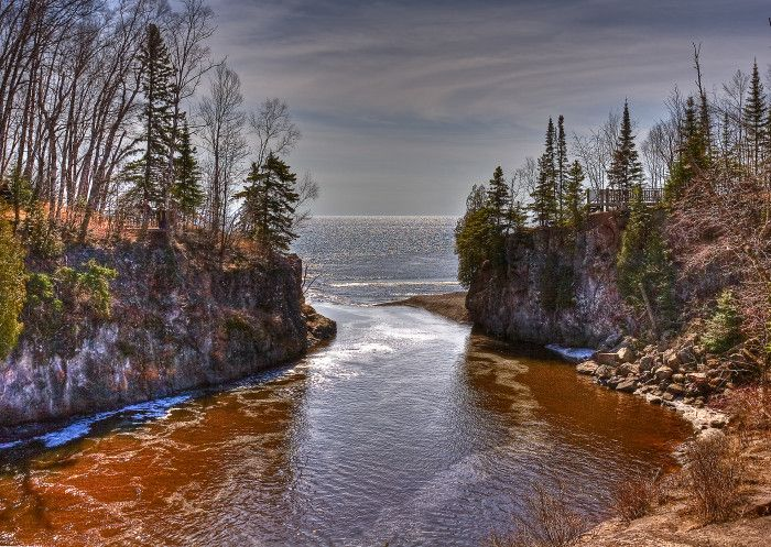 Temperance River State Park offers simply amazing views and it is no wonder many locals return every single year. The Temperance River itself drains into Lake Superior, flowing out of Brule Lake in Cook County. The Temperance River, located within the Superior National Forest, is certainly one of the most beautiful places to visit during a trip to Minnesota. Temperance River State Park offers a pair of camping grounds, with one situated on each side of the river.