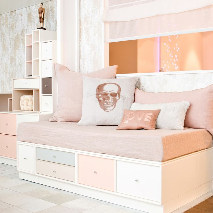 isa MO - Kids room with Montana furniture / Chambre d'enfant avec du mobilier Montana