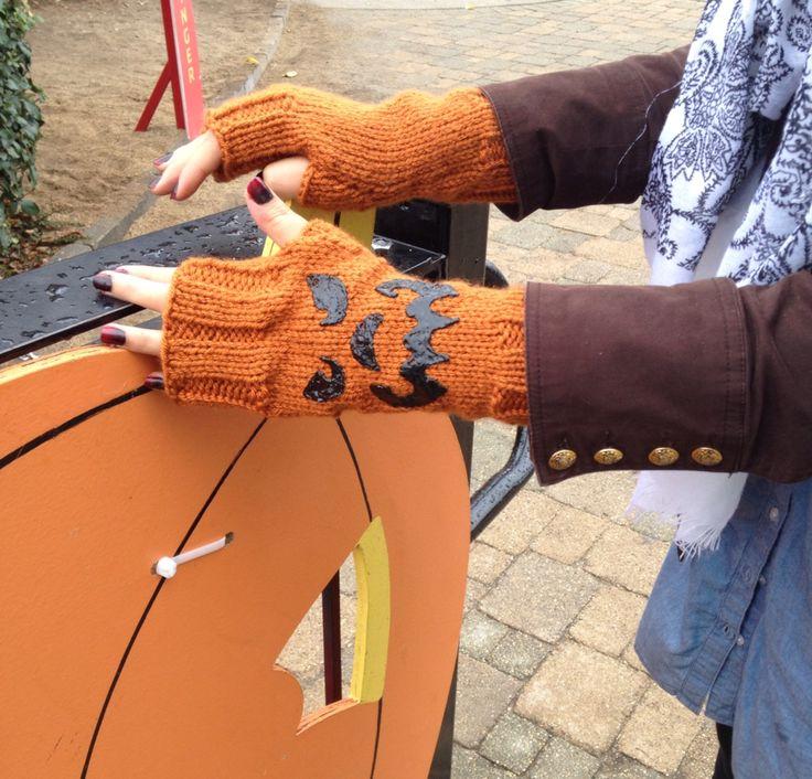 Halloween fingerless gloves