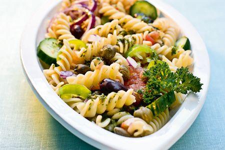 Χωριάτικη σαλάτα με βίδεs - Συνταγές | γαστρονόμος