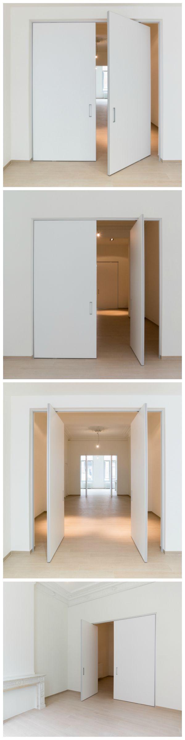 Pivoterende deur op maat van Anyway Doors. Deze innovatieve kant-en-klare deuren worden gemaakt met aluminium en Resopal Massiv waardoor ze naast onderhoudsvriendelijk ook stabiel blijven. De ingebouwde scharnieren worden niet ingebouwd in de vloer en kunnen dus zowel in nieuwbouw als renovatie toegepast worden. Kwaliteit met doordacht en flexibel design zijn gewaardeerde troeven van deze Belgische fabrikant! Opmeting en montage gebeurt in de ganse Benelux door eigen vakmensen.