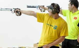 Blog Esportivo do Suíço:  Felipe Wu garante ouro na etapa de Baku da Copa do Mundo de tiro esportivo