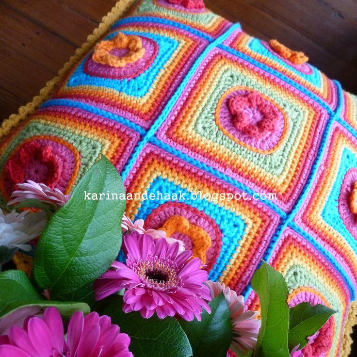 Karin aan de haak! Superzoet Regenboog Bloemen kussen! Patroon in het Nederlands. Sweet Rainbow Flower Cushion. Crochet. Drops Paris.