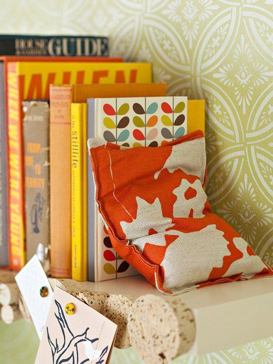 DIY Bright Bookends: Sands, Books, Idea, Plastic Bags, Bookends, Fabrics Scrap, Shelves, Beans Bags, Corks
