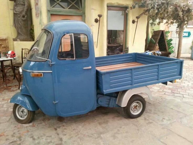 Piaggio APE, LOVE these! Would love to have one here!