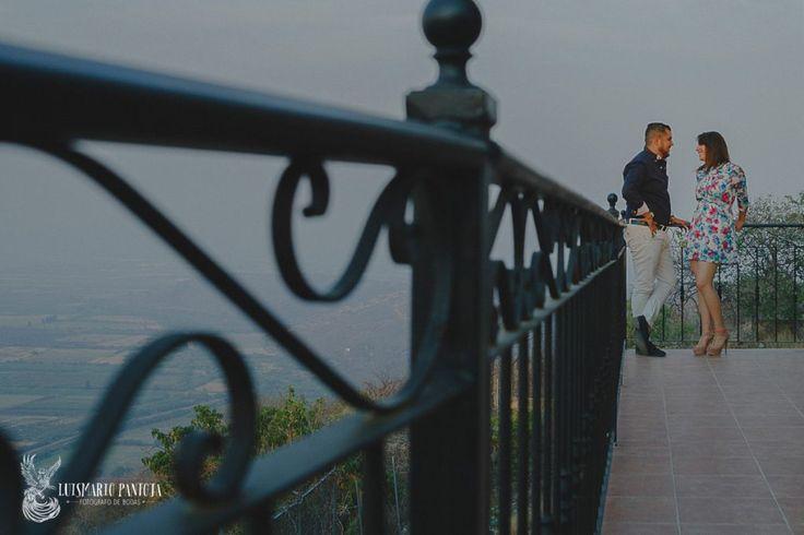 Sesion-de-compromiso-en-mirador-de-sahuayo-michoacan-pareja-enamorada-luis-mario-pantoja-fotografo-de-bodas-de-sahuayo-fotografia-de-parejas-emocion-sentiemiento-conexion-zensorial-1200x800
