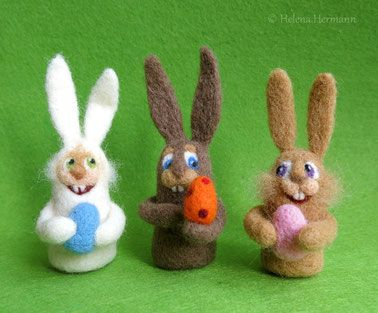Filz-Osterhasen, Needle felted Easter bunnies by Helena Hermann