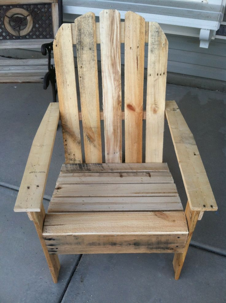 Adirondack Pallet Chairs LOVE this chair made out of old pallets