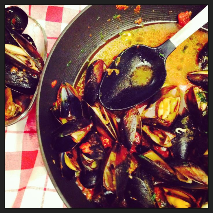 Mussels in Spicy Tomato Sauce,Garlic | Seafood | Pinterest