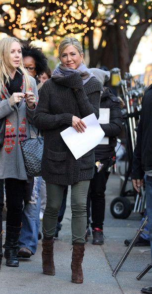 Jennifer Aniston Skinny Jeans - Jennifer Aniston was spotted on the set of 'Wanderlust' wearing army-green skinny jeans and a cardigan.