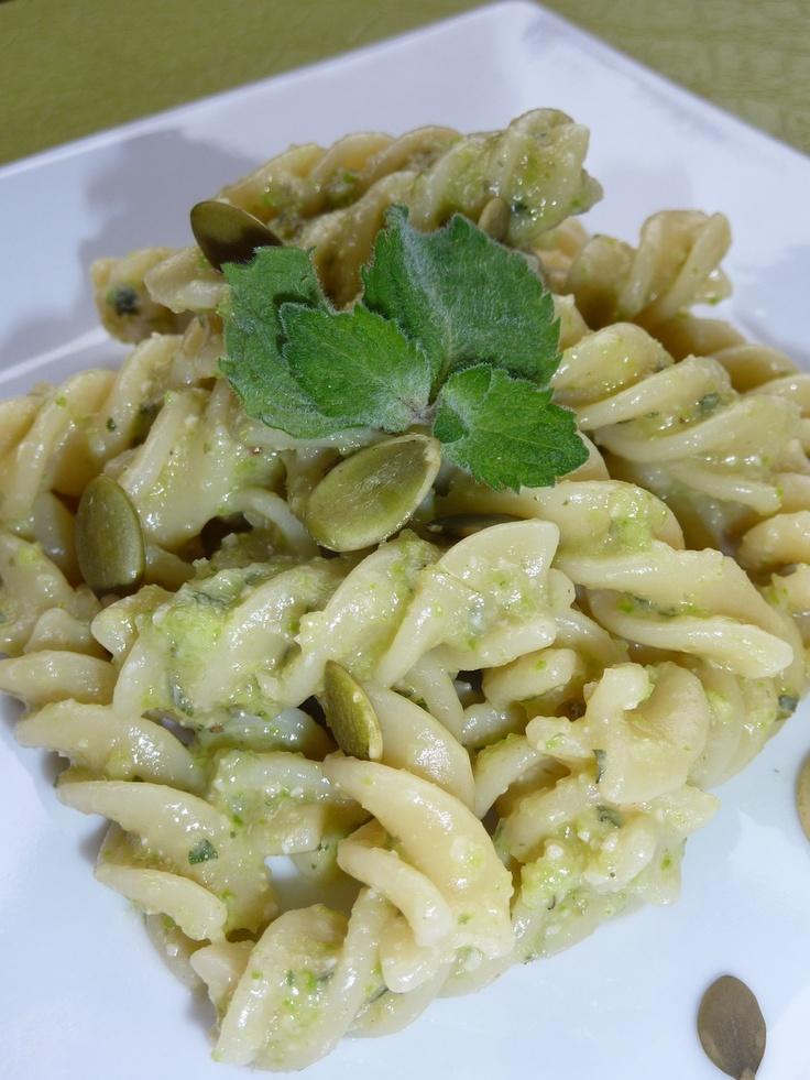 Pesto di Zucchine Menta e Semi di Zucca http://www.virginie.it/blog/2012/05/pesto-di-zucchine-menta-e-semi-di-zucca/#