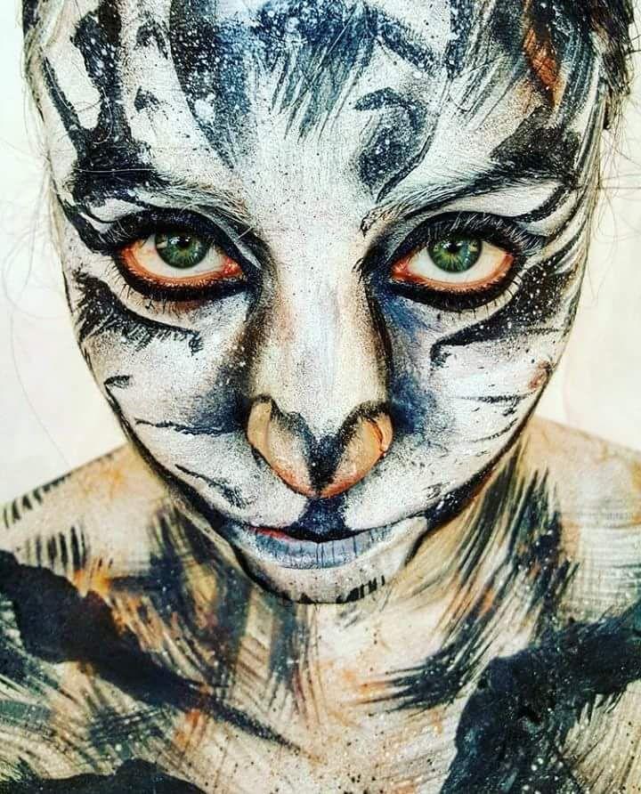 "Gefällt 56 Mal, 5 Kommentare - sabluk bodypainting (@sablukbodypainting) auf Instagram: ""Occhi di gatto Body painting per il calendario 2016 SOS primo soccorso cani e gatti  Body painting…"""