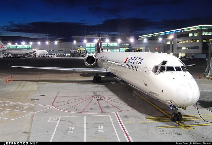 High quality photo of N924DN (CN: 53586) Delta Air Lines McDonnell Douglas MD-90-30 by Sammy Cockrell